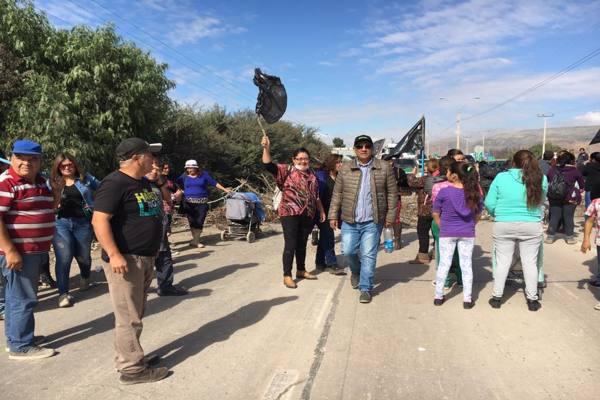 """Tierramarillanos se toman carretera, en protesta por el """"baypasseo"""" del Gobierno Regional"""