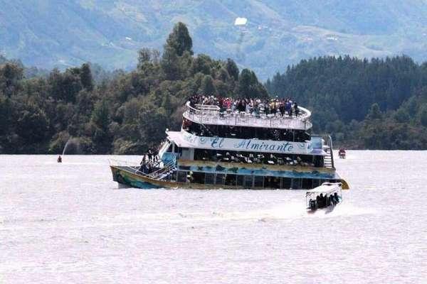 Encuentran última víctima de naufragio de barco turístico en noroeste de Colombia