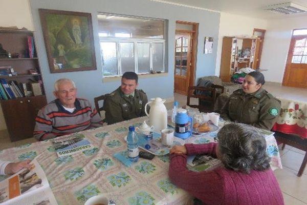 En Vallenar carabineros comparte con adultos mayores