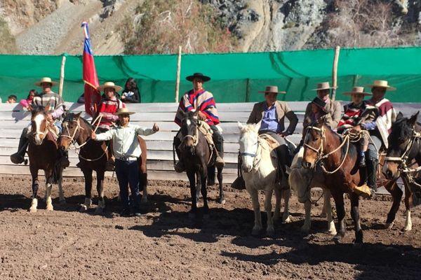 Comunidad de Hacienda Manflas realiza su tradicional Fiesta Huasa entre domaduras y juegos tradicionales