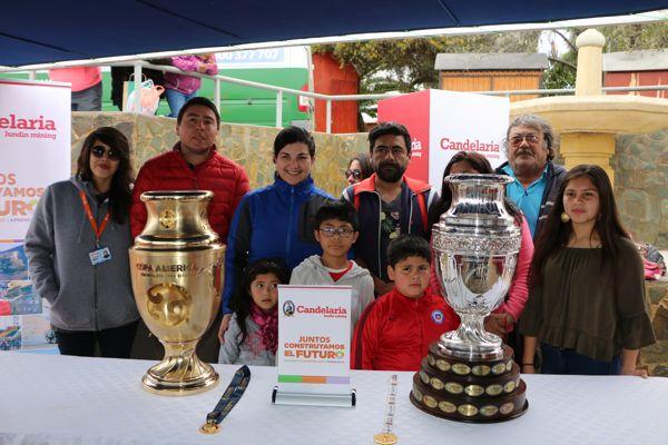 Calderinos apreciaron las copas emblemáticas del fútbol chileno