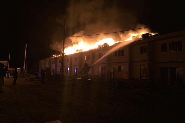 Incendio destruyo al menos 10 casas que iban hacer entregadas a familias que perdieron todo en aluvión 2015 y 2017