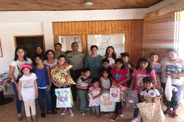 Carabineros brindo navidad anticipada a niños y niñas de Diego de Almagro