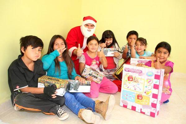 Entrega de regalos por parte del municipio a las juntas de vecinos.
