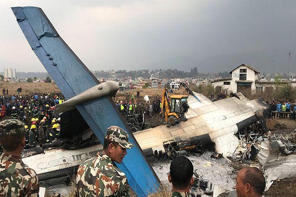 Al menos 49 muertos deja caída de un avión en aeropuerto de Nepal