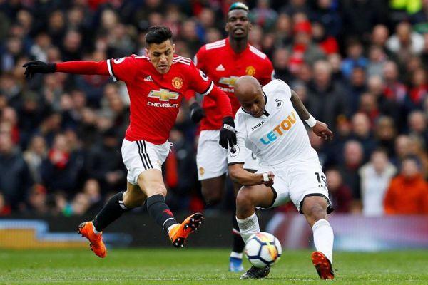 Gol de Alexis Sánchez postula a ser el mejor de marzo en el Manchester United