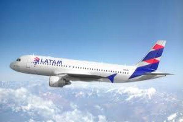 Latam cancela 620 vuelos y ofrece devolución íntegra del dinero