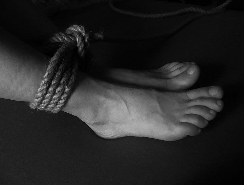 Pareja de argentinos amordazaba y encadenaba a su hijo de siete años
