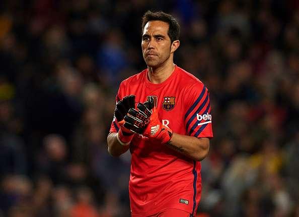 Claudio Bravo amenazó al Barcelona con irse si no era titular