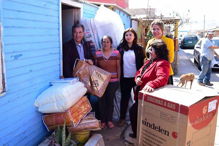 Familiasde las comunas de Chañaral y el Salado recibieron implementacion del programa de habitalidad 2015.