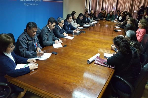 Gobierno compromete apoyo para resolver emergencias por malos olores en recintos educacionales de Copiapó