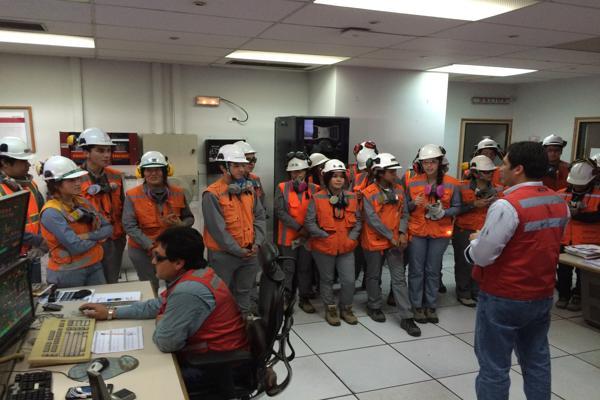 Estudiantes valoran programa de visitas técnico-vocacionales de minera Candelaria