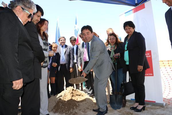 Realizan colocación de primera piedra para  nueva escuela de Caldera