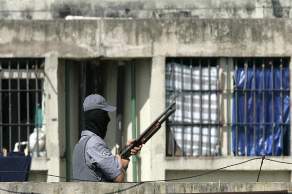 En Brasil 25 presos mueren en enfrentamientos en carcel de Brasil