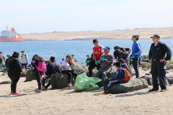 Operativo de limpieza en playas realizo la armada de Caldera