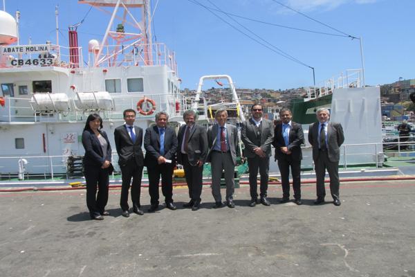 En Valparaíso delegación de Japón visita Buque Científico Abate Molina