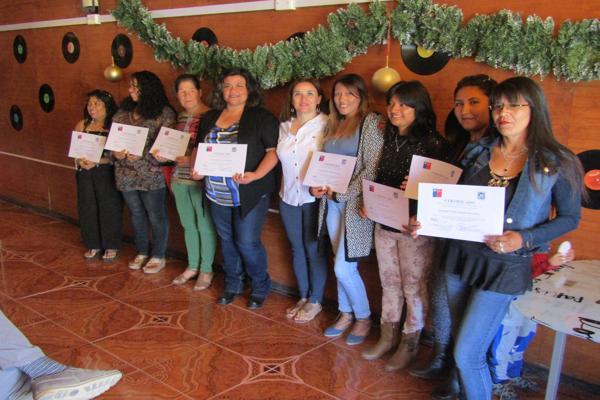 Cerca de 30 mujeres líderes de Diego de Almagro fueron certificadas por el SernamEG