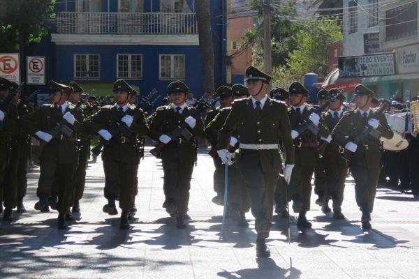 Escuela de Vallenar rindio homenaje a Carabineros