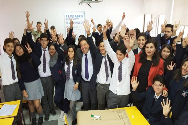 Alumnos del Liceo Mercedes Fritis conocieron y se comprometieron con el Censo 2017