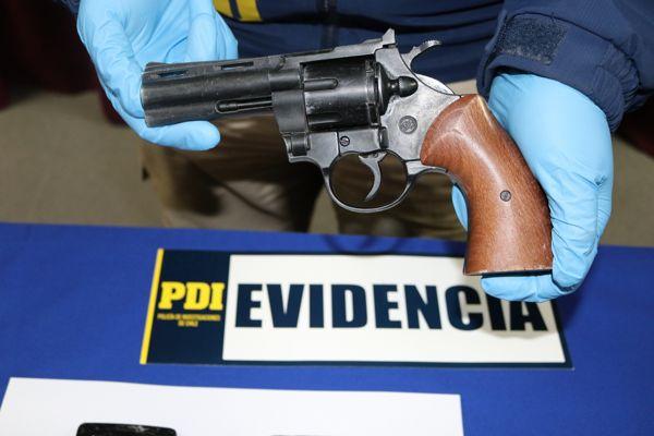 Detectives sorprenden a menores con un arma y especies robadas en Copiapo