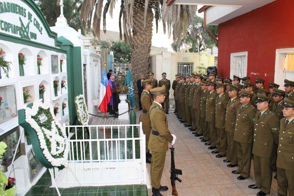 Homenaje a Carabineros fallecidos en acto de servicio