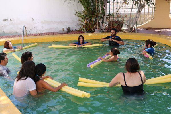 Mujeres embarazadas participan en talleres de psicoprofilaxis