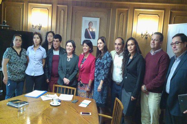Ministra de la vivienda se reune en Santiago con dirigentes de comites de vivienda de Caldera
