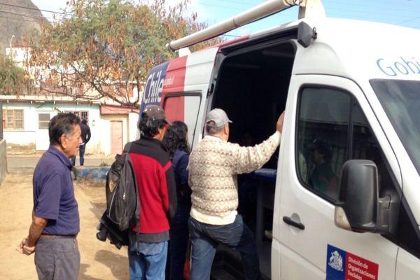 Infobus recorre y atiende a la comunidad de las zonas afectadas por la emergencia en Atacama