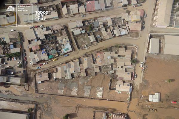Equipo de Bienes Nacionales trabaja registrando imágenes con drones en Chañaral