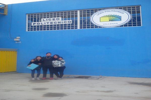 Alumnos  del Liceo Politécnico celebran su 12°de vida