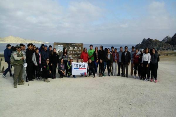 Jóvenes del liceo Manuel Blanco Encalada participaron junto a Injuv y Conaf en iniciativa medioambiental