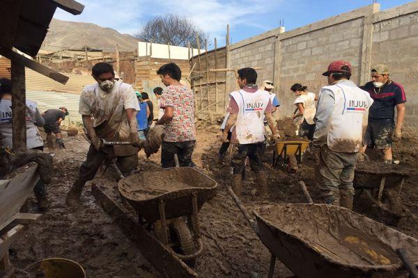 Voluntarios de INJUV apoyaron la limpieza de casas en Atacama luego del frente de mal tiempo