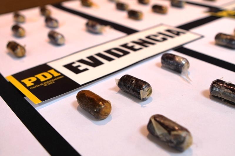 PDI Atacama detecta correo humano con 77 ovoides de cocaína en su estomago