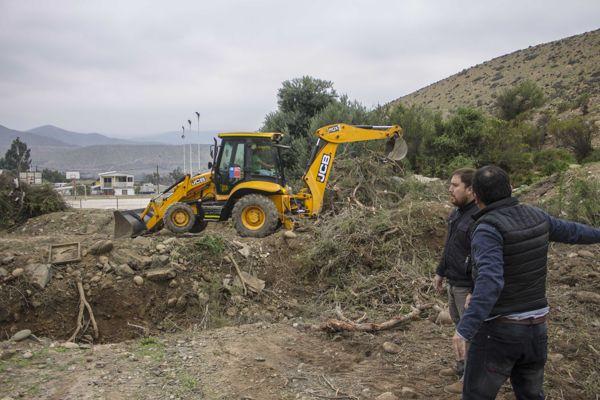Municipio de Freirina gestiono recursos para limpieza de quebradas y mejorar acceso dañado por lluvias