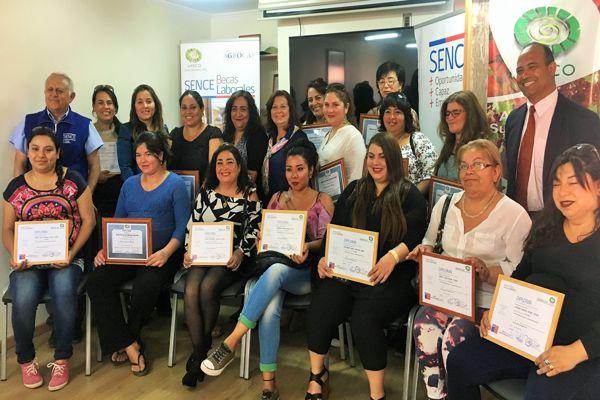 Apeco y Sence capacitaron a más de treinta mujeres en Administración Básica