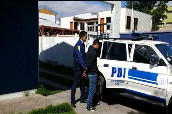 PDI detiene a dos sujetos por robo con violencia