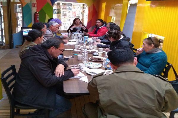 Carabineros y autoridades coordinan temas de seguridad con agrupación Barrio Alameda