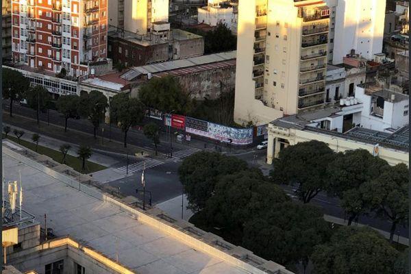 Argentina amaneció hoy paralizada, con cortes de carreteras y sin transporte público