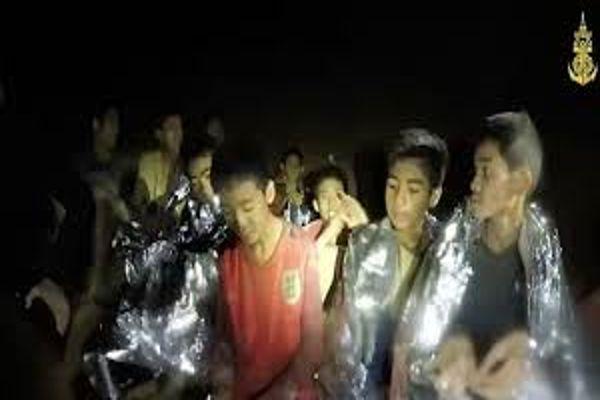 Tailandia: Equipo que trata de rescatar a niños sufre accidente que deja a cuatro heridos