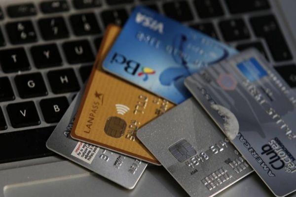 Usuarios reclaman fallas de sistema de pago con tarjeta en distintos puntos de Chile