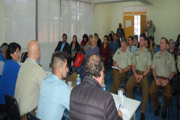 Carabineros habla de seguridad con vecinos de Paipote