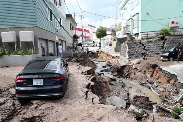 Japón se mantiene en emergencia mientras sigue la búsqueda de sobrevivientes tras sismo
