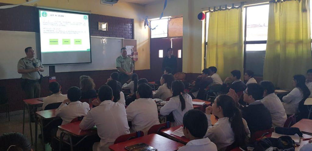 Carabineros previene a alumnos de Vallenar sobre ley de responsabilidad penal adolescente