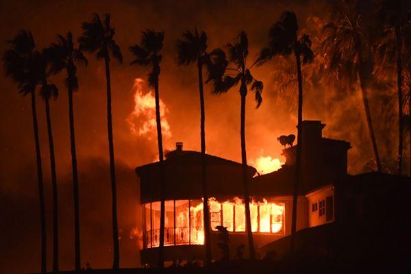 A 77 suben los fallecidos del incendio más letal y destructivo de California
