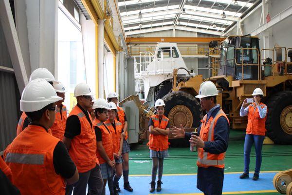 Estudiantes y docentes viajan desde Alto del Carmen  hacia Antofagasta para conocer instalaciones