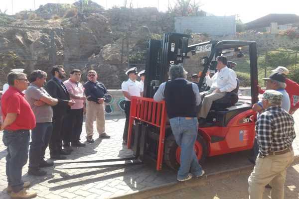 Pescadores y buzos mariscadores de Huascorecibieron grúa horquilla que será fundamental para faenas de caleta