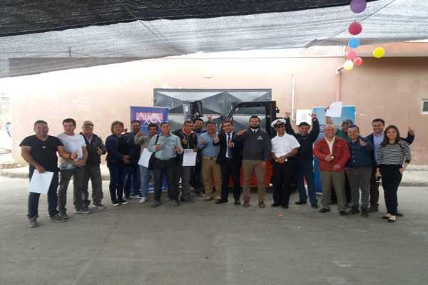 Gobierno entrega grúa horquilla y apoyo técnico financiero para organizaciones pesqueras de Caldera y Chañaral