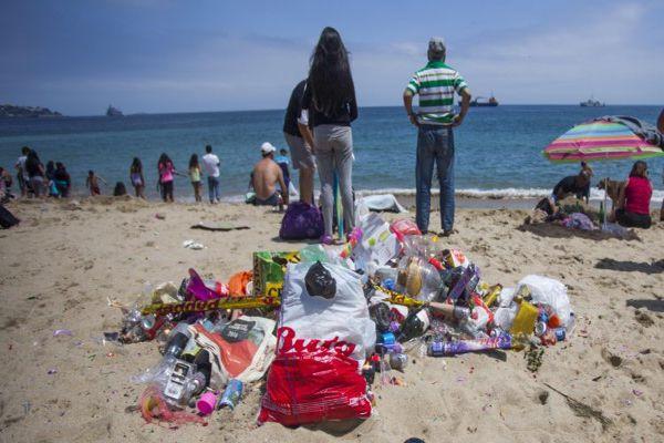 Multas de hasta $200 mil a quienes ensucien playas, ríos o parques,entro en vigencia la ley