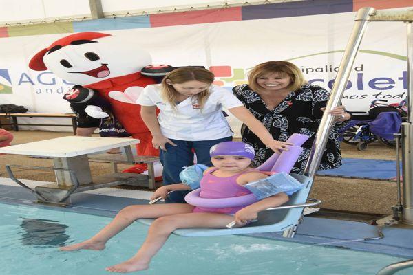 Teletón promueve sillas hidráulicas en piscinas para un verano  inclusivo