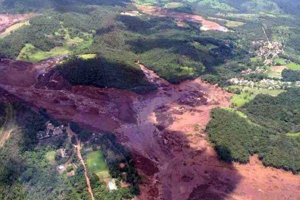 Represa se rompió en Brasil y deja al menos 200 desaparecidos